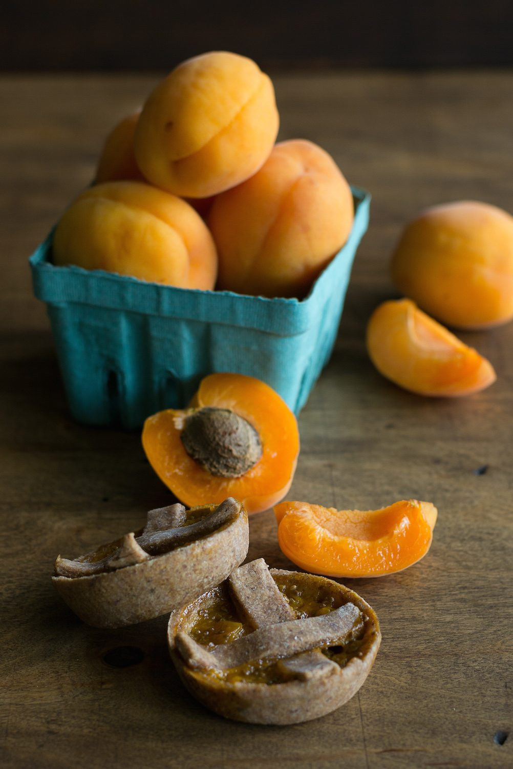 Sugar-free Apricot Tartlets by An Unrefined Vegan